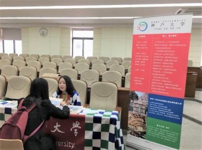 北京交通大学での日本留学説明会にて、神戸大学ブースの様子